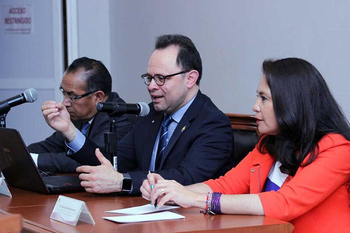 Nelson Arturo Ovalle Diaz presenting in Mexico