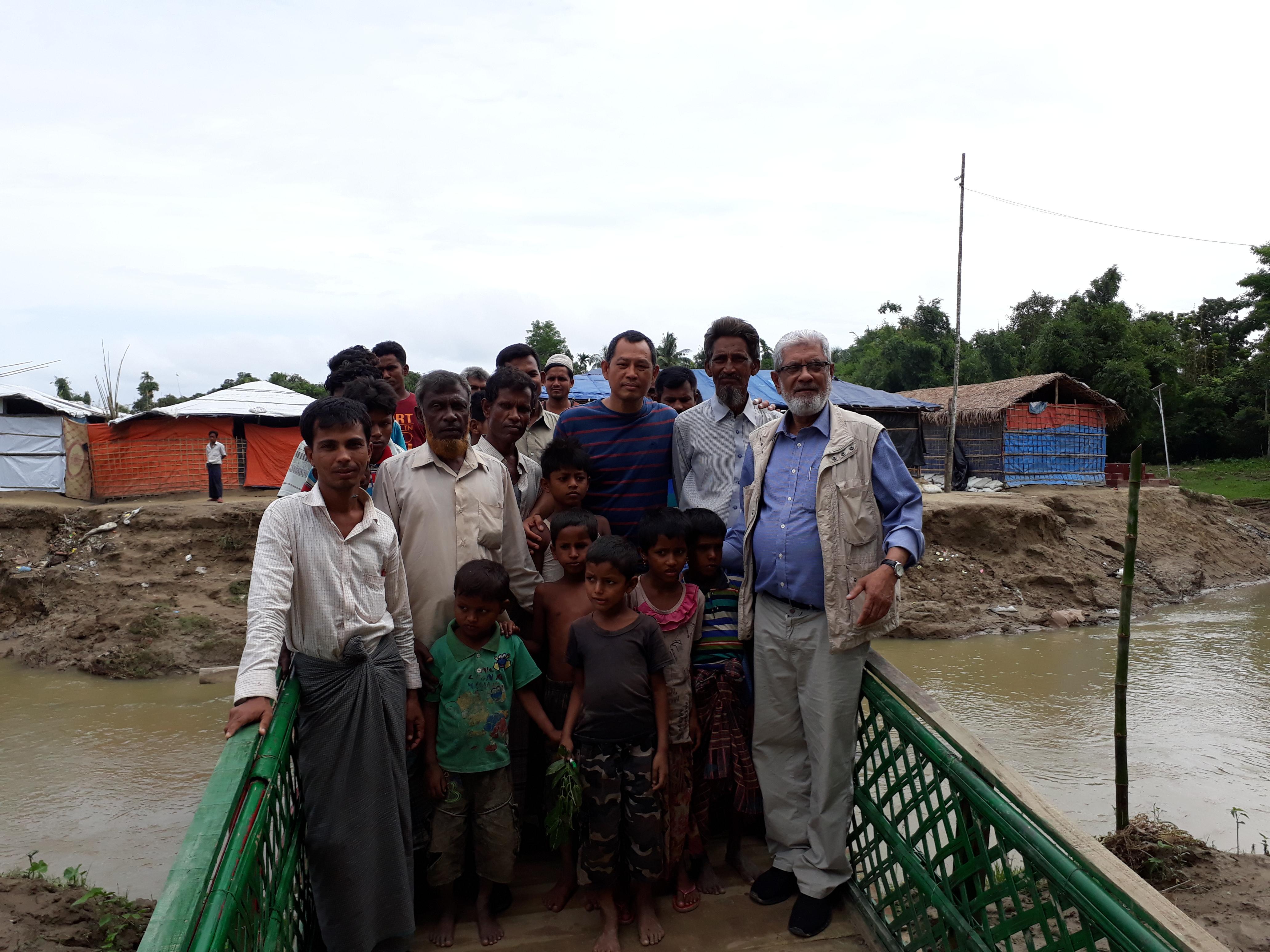 Sur la passerelle du No Man's Land - Camp de réfugiés de Rohingya