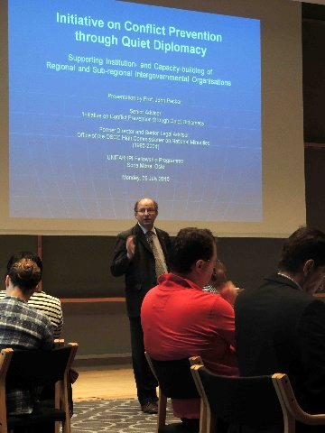 Professor Packer during his lecture at the 2015 UNITAR Fellowship Programme